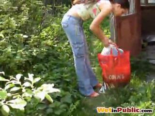 Път голям бюст мадама urinated себе си