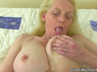 Angļi mammīte fiona fingers viņai soaking mitra vāvere: porno 98