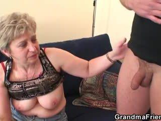 Großmutter takes two cocks nach masturbation