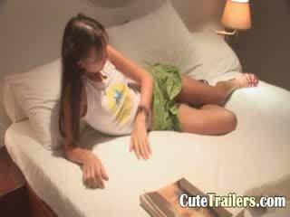 Anorectic فتاة cums قبل ل نوم