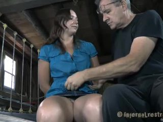 Acorrentada miúda needs sexy tortura