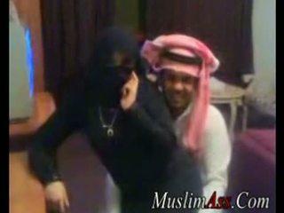 Niqab scandal videó
