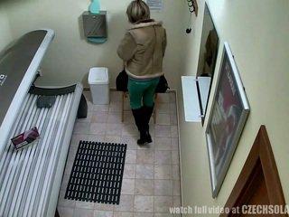 Tersembunyi kamera berbulu alat kemaluan wanita di teras