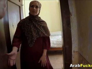 Pobre arab gaja desperate para dinheiro sucks e fucks