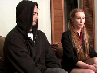 Darby daniels-parole কর্মকর্তা gets knocked আউট দ্বারা parolee
