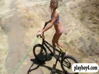 Seksuālā playmates trying ārā sand boarding kamēr viņi were kails