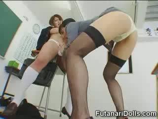 Futanari ціпонька gets sucked!