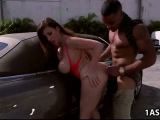 מכונית לשטוף עם שמן תחת בוגר sara jay