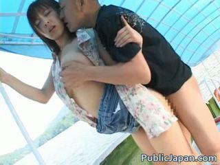 Blowjob asiatisk offentlig gate