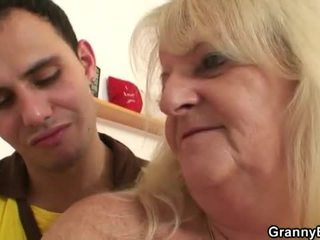 Ištvirkęs senelė pounded iki jaunas dude