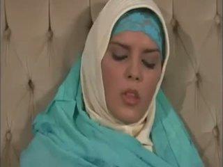 Arab muslim avec agréable seins gets baisée doggy style