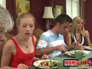 Moeders bang tieners [10]