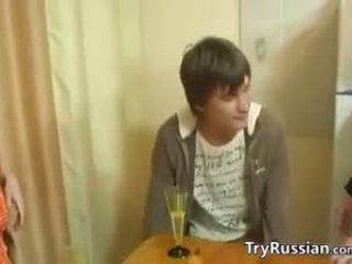 Eski ve genç swingers itibaren russia karşılamak
