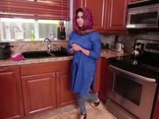 Arab brünette teen ada gets filled