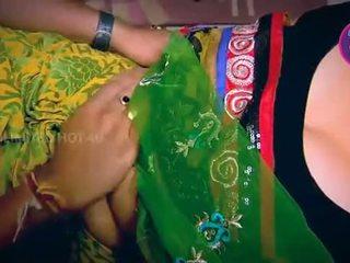 Індійська домогосподарка tempted хлопець neighbour дядько в кухня - youtube.mp4
