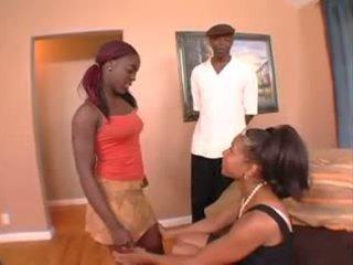 Negra mãe watches não dela filha obter assfucked