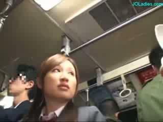 Birou doamnă getting ei paros pasarica fingered în timp ce standing pe the autobus