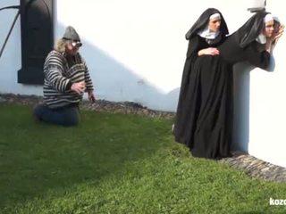 Catholic nuns 和 該 怪物! 瘋狂的 怪物 和 vaginas!