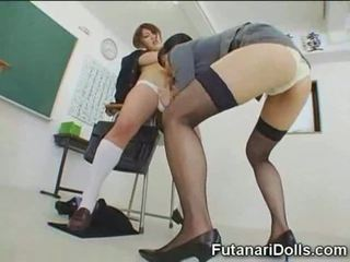 Futanari model gets sucked!