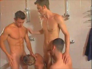 Príťažlivé gejské showers orgia