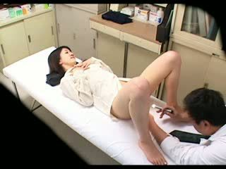 Spiun perverse doktori uses vogëlushe i durueshëm 02