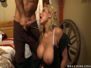 Alanah rae appreciates de cowgirl op de rod