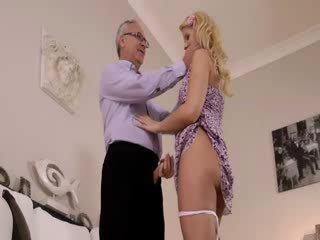 Super nóng blondie thực sự gets sự nịnh hót vì xưa jim trên một đi văng