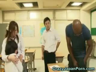 Zwart fucks schoolmeisje in wtf japan porno!