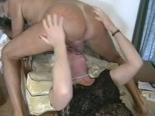 Guy & crossdresser mutual capote dongs suçage
