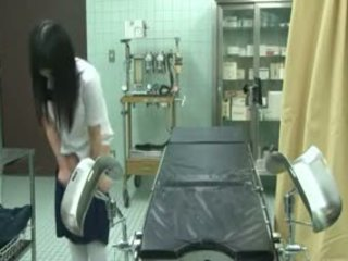 Šolarka ukanjen s gynecologist