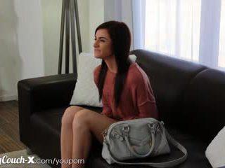 Κάστινγκ couch-x ντροπαλός/ή κορίτσι wants να πάρει πατήσαμε επί σπέρμα