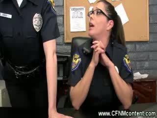 The משטרה frisk שלהם ל קשה dongs ל למצוץ ב ב the תחנה