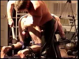 Siksaan alat kelamin pria busting saya bud's buah zakar dengan sebuah mallet dan seks dengan memasukkan jari dia seksi hole.