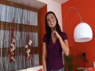 Agnes stripping neer en making haarzelf sperma