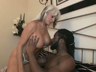 big boobs, pīrsingu, bbc