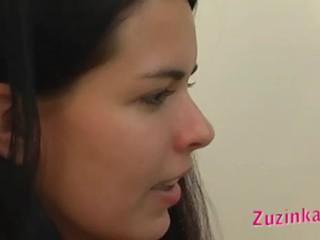 Labākais meklē brunete skaistule gets kails infront no kamera