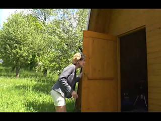 A おばあちゃん アウト そこ: アウトドア 高解像度の ポルノの ビデオ 57
