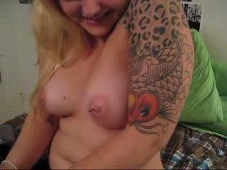 Tattooed hottie ar pierced niples pov minēts video