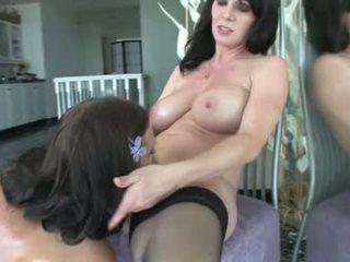 Ivy winters und rayveness rallig lesbisch babes erhalten dildo sex