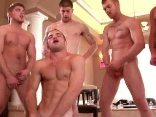 גם built studs enjoying a הומוסקסואל אורגיה