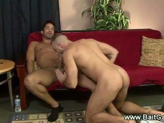 Hetero und gay guys doing ein sixtynine