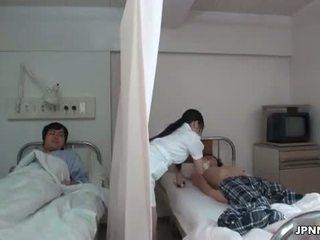 Japonais infirmière gets vilain avec une en chaleur part6