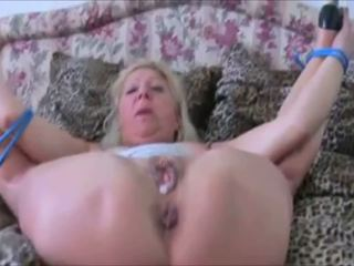Jerman perempuan tua tied naik dan getting kacau keras di tinggi