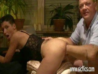 Brutally nyrkkinainti hänen wifes cavernous loose pillua: porno 53