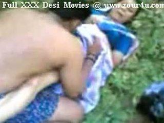 Indisch mallu aunty neuken openlucht op picnic