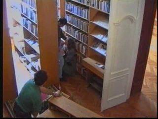 ロシア 女の子 で 図書館 1
