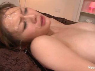 Groot titty babe gets drenched in sperma
