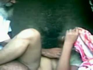 Indisch truck driver neuken haar vriendin in secretly
