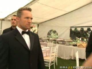 Vies vrouw neuken onto haar huwelijk dag hardcore