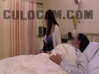 בית חולים תפקיד לשחק exhibitionist מציצות גדול אסייתי ציצים